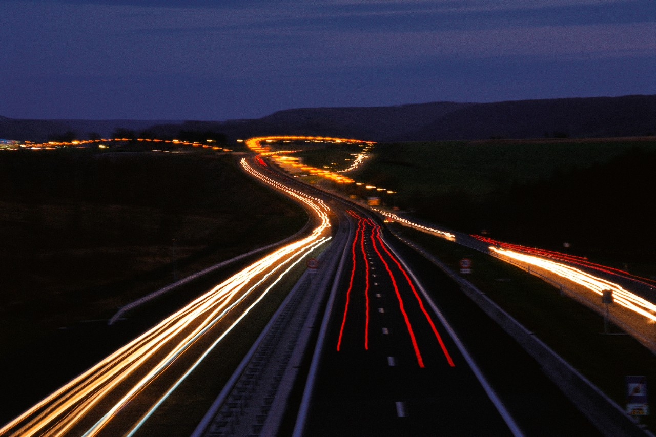Trafic nocturne sur une autoroute luxembourgeoise